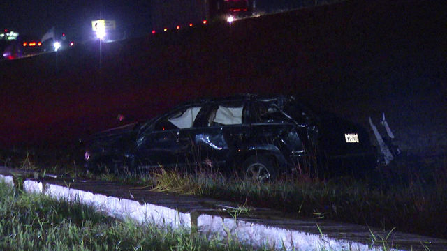 SAPD: Driver ejected from SUV in rollover crash on I-37