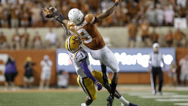 LSU head coach claims team did not have A/C in locker room during Texas game