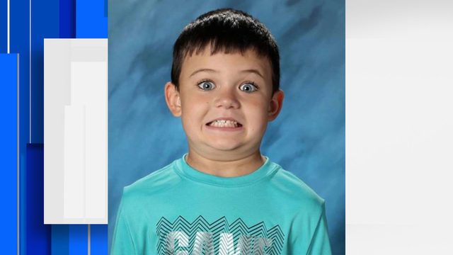 First grader's hilarious school photo goes viral
