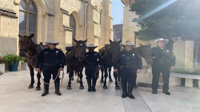 Bexar Co. Sheriff K-9s, mounted patrols blessed by archbishop at San…