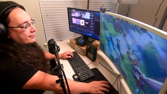 San Antonians making coin by livestreaming video games, hobbies on Twitch
