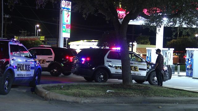 SAPD: Man's vehicle stolen at gunpoint in parking lot of pizzeria