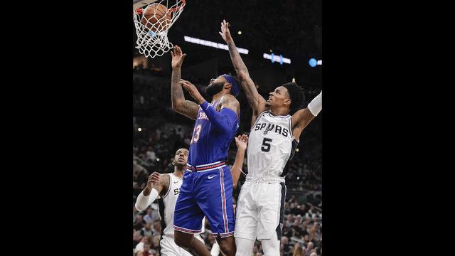Late run, Dejounte Murray's play propel Spurs past Knicks in opener